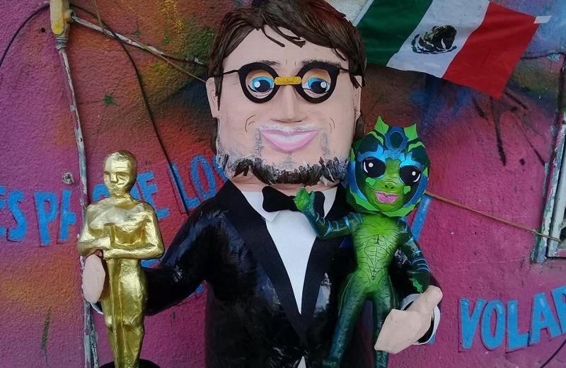 Lanzan piñata de Guillermo del Toro ¡y las redes enloquecen! #FOTOS