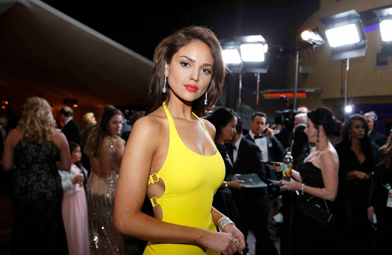 Eiza González rompe el silencio y habla sobre su polémico vestido amarillo #VIDEO
