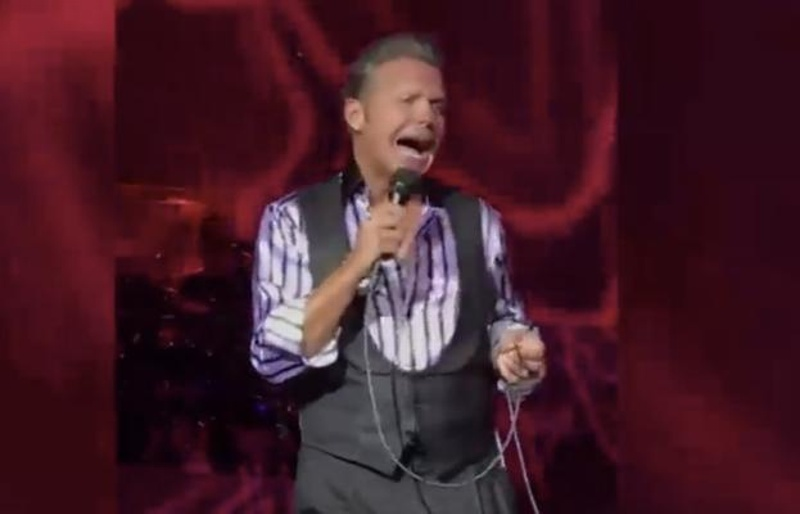 Luis Miguel hasta las chanclas en pleno concierto, ¡no se le entendía nada! #VIDEO