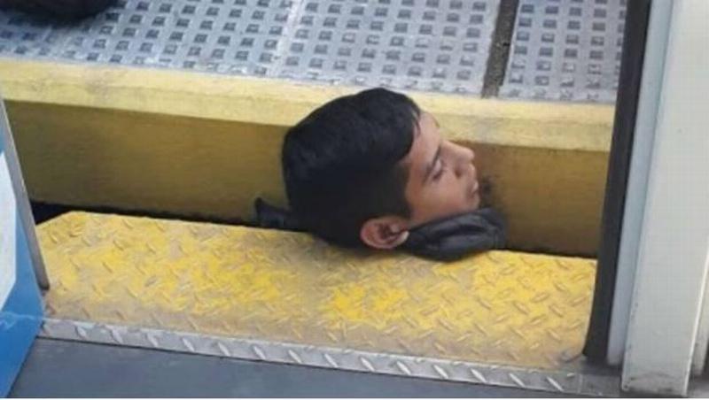 El escalofriante rescate del joven que quedó atrapado debajo de un vagón del Metro