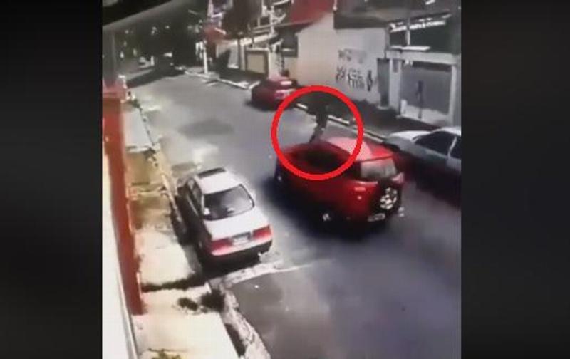 Muere atropellado cuando intentaba asaltar a un automovilista (+VIDEO)