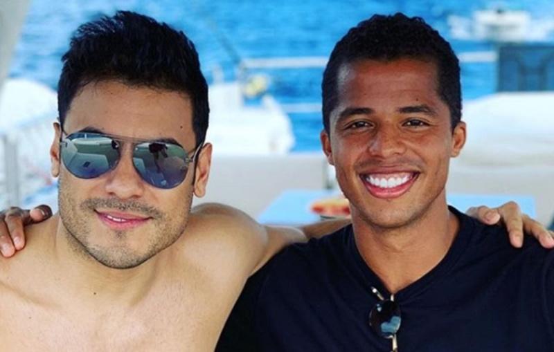 ¡Carlos Rivera disfruta de la playa junto a Giovani Dos Santos!