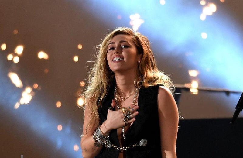 Shawn Mendes y Miley Cyrus se ganan el corazón de los Grammy #VIDEO