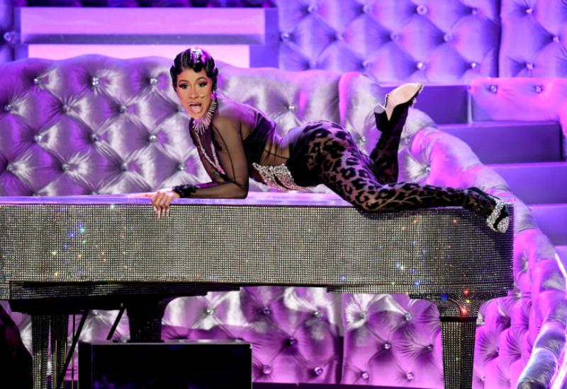 Cardi B se lleva su Grammy… y su foto con Lady Gaga #FOTOS