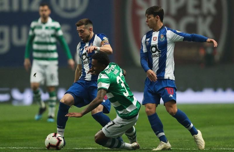 Héctor Herrera cerca de jugar en el Lyon