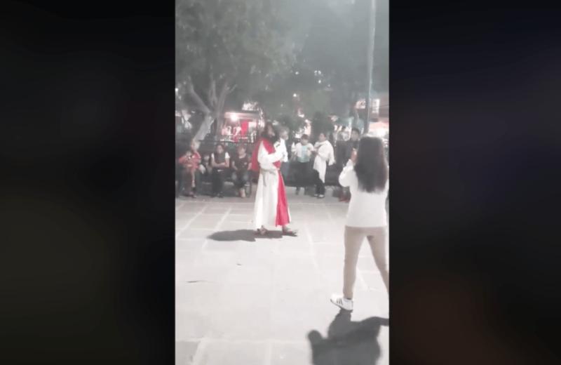 'Yisus' de Tlaxcala se pasa de copas en Semana Santa #VIDEO