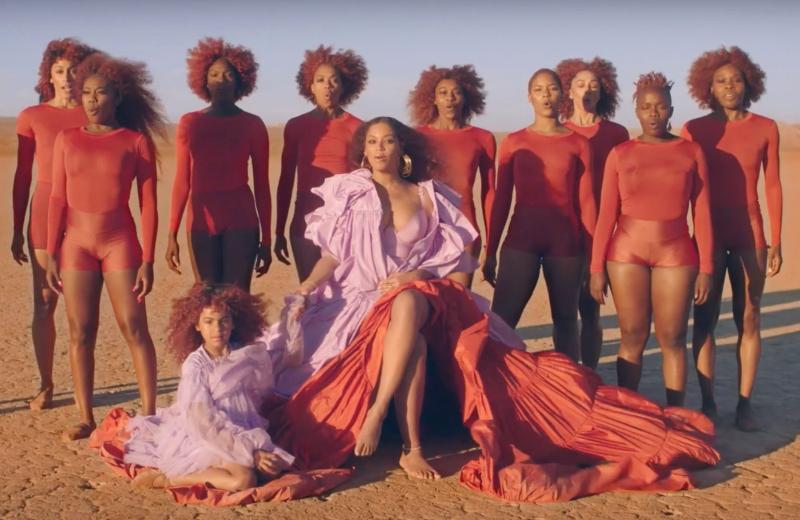 Blue Ivy roba cámara a Beyoncé en 'Spirit' del 'Rey León' #VIDEO