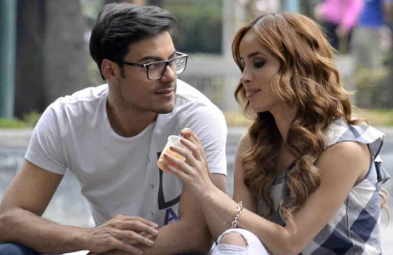 Carlos Rivera y Cynthia Rodríguez siguen sin casarse