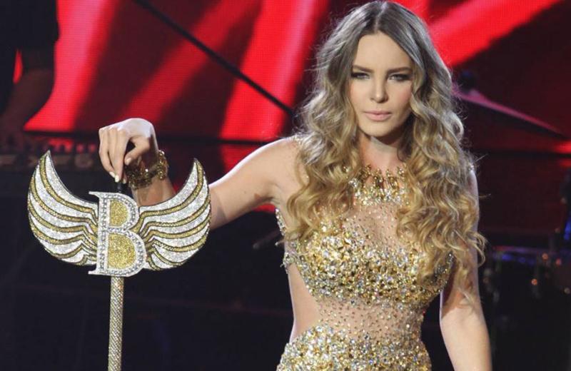 Belinda se roba 'Tomorrowland' con 'El Sapito' #VIDEO