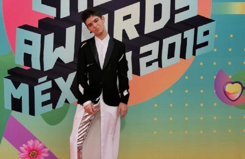 Joaquín Bondoni impacta con su look en los Kid Choice Awards México 2019 #FOTO