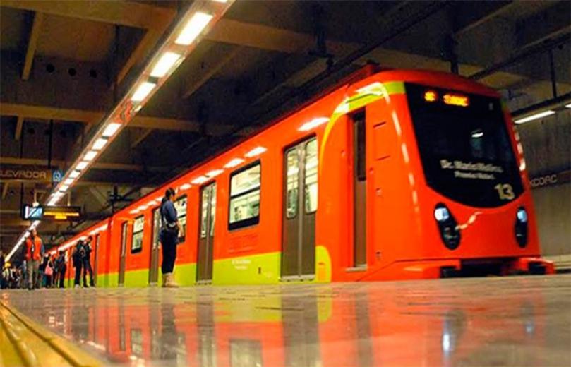 Personas se organizan en metro de CDMX para hacer una ´ola´ #VIDEO