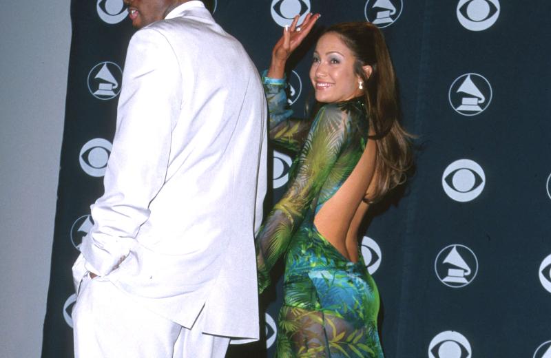 J Lo desfila espectacular con el mismo vestido de hace ¡20 años! #VIDEO