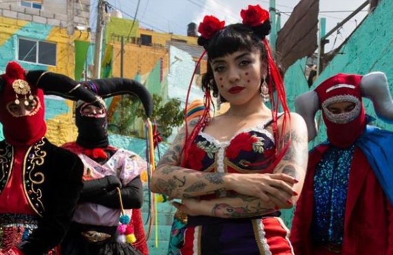 Mon Laferte estrena video de 'Plata ta tá', canción inspirada en la crisis chilena