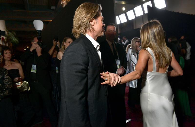 Jennifer Aniston y Brad Pitt se reencuentran en los SAG Awards #VIDEO