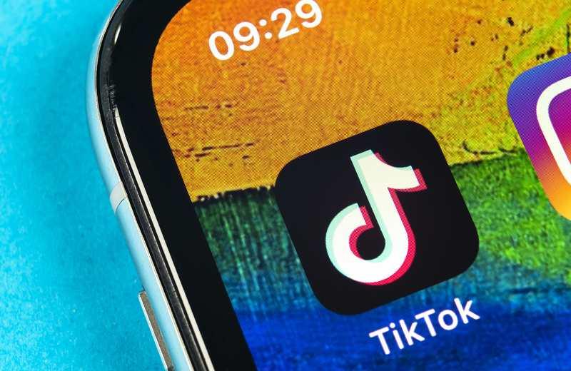 Acusan a TikTok de discriminar a gente 'fea' y 'pobre'