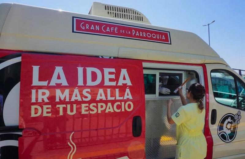 Apoya Gran Café de la Parroquia con café y pan a quienes tienen que salir a trabajar durante contingencia