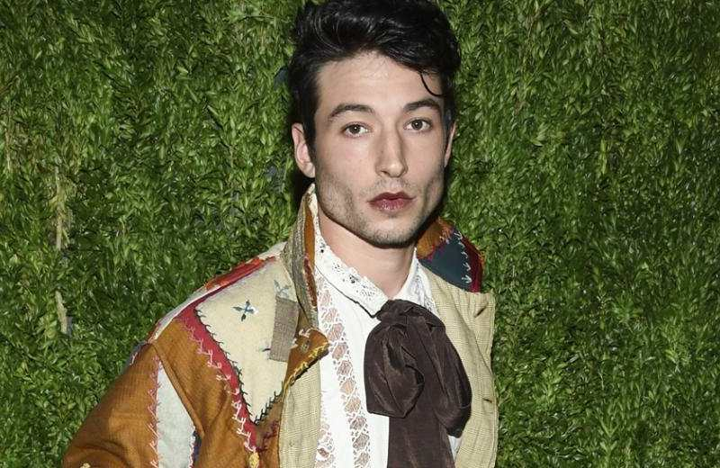 Trasciende video de Ezra Miller presuntamente ahorcando a una fan (+video)