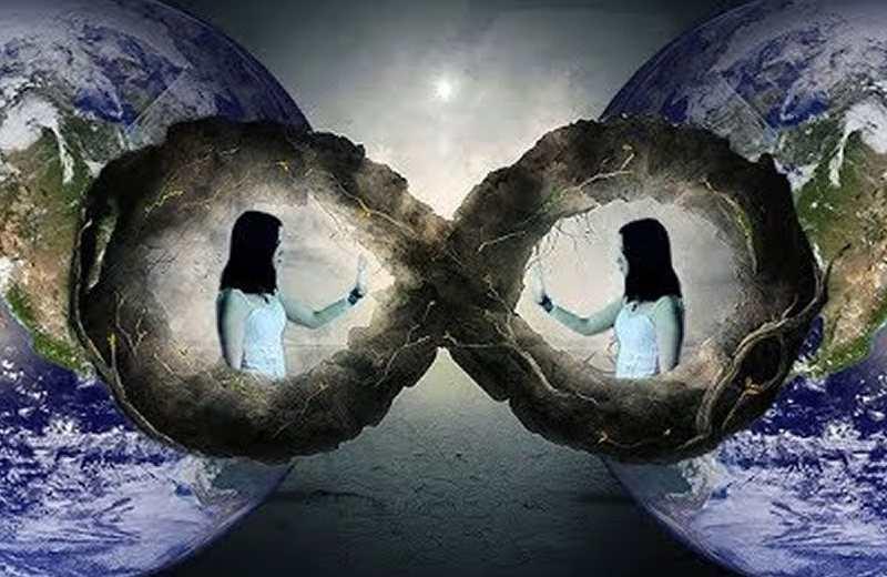 ¿Hay un universo paralelo donde el tiempo va hacia atrás? Esto es lo que dicen los científicos