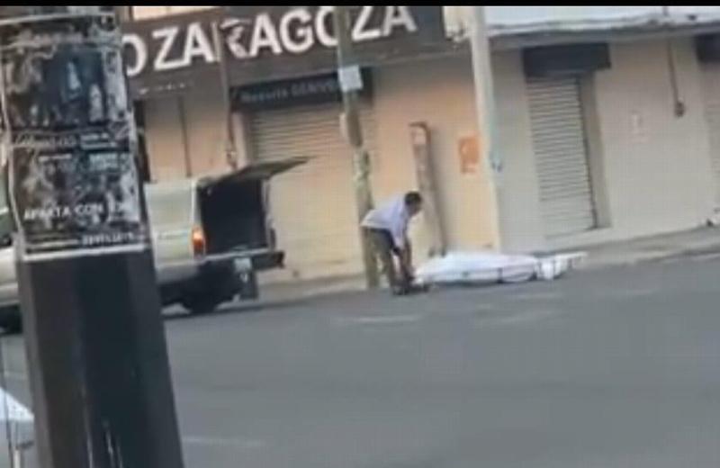 Cadáver cae de carroza fúnebre cuando era trasladado en Veracruz (+video)