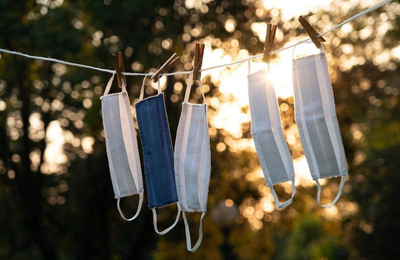 ¿Cómo lavar y desinfectar un cubrebocas reutilizable?