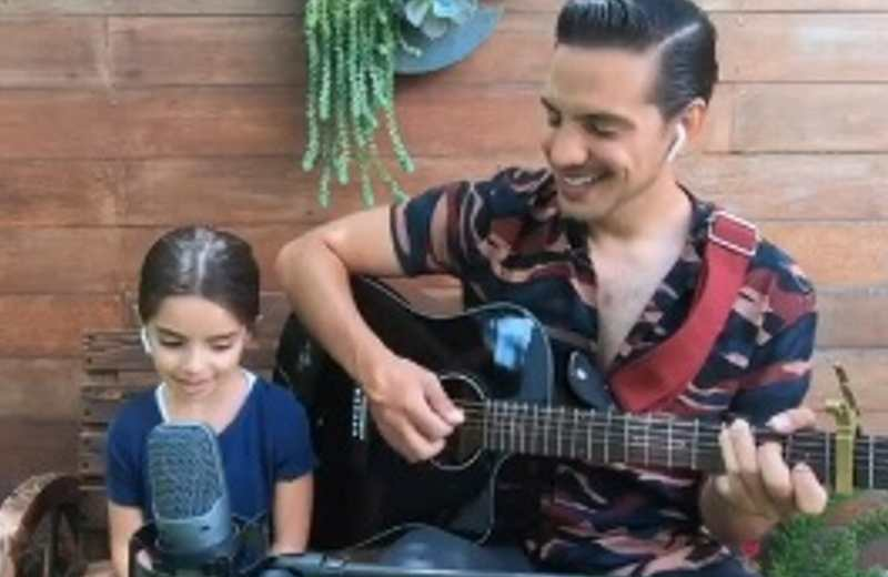 Se viraliza video de Aitana y Vadhir Derbez cantando 'Dance Monkey'