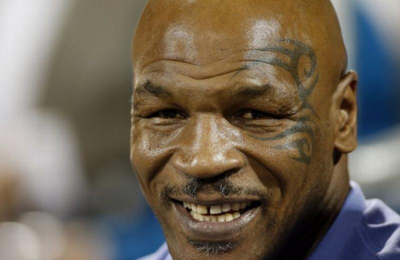 Tyson cansado y casi se duerme en entrevista (+video)
