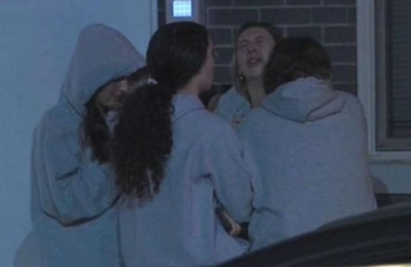 Caen estudiantes desde el cuarto piso por sacarse una selfie