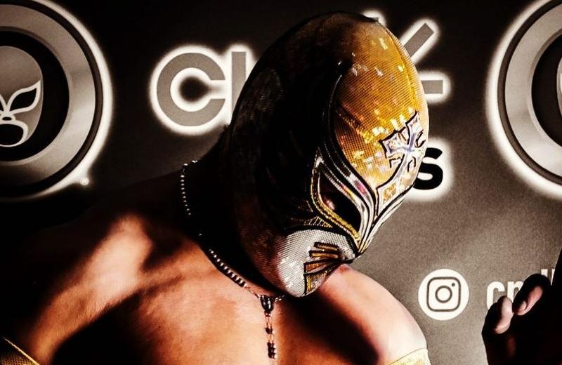 Por error, luchador muestra su rostro en Instagram (+foto)