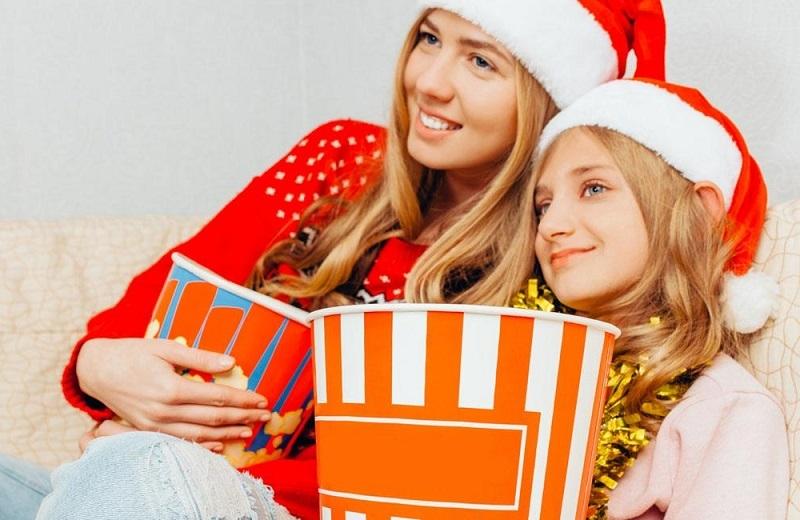 Empresa paga 50 mil pesos por ver 25 películas de Navidad