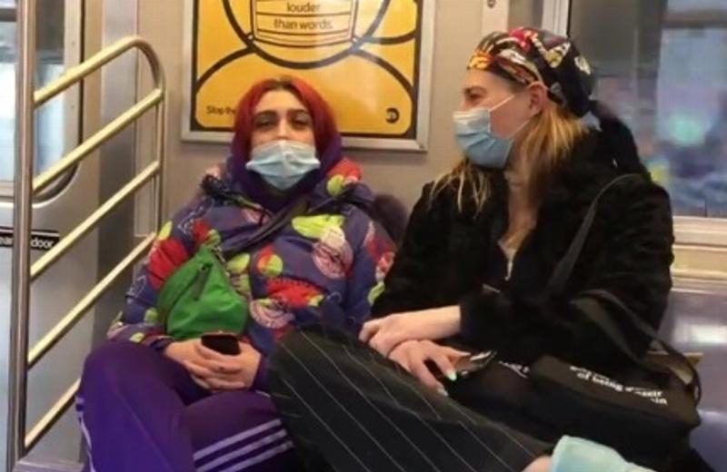 Captan a la hija de Madonna viajando en metro (+video)