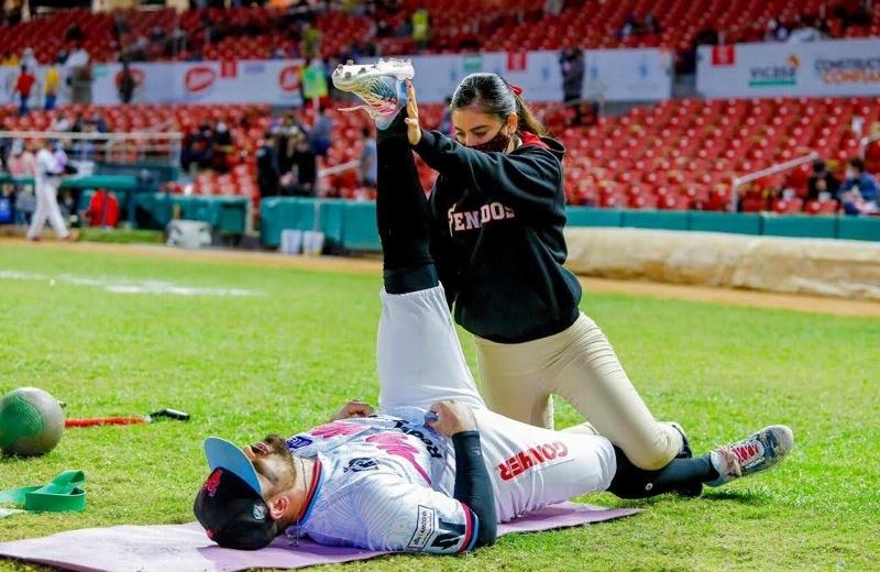 Llegan a El Águila de Veracruz dos mujeres trainers