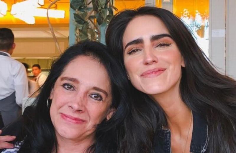 Critican a Bárbara de Regil por dar fuerte cabezazo a su mamá (+video)