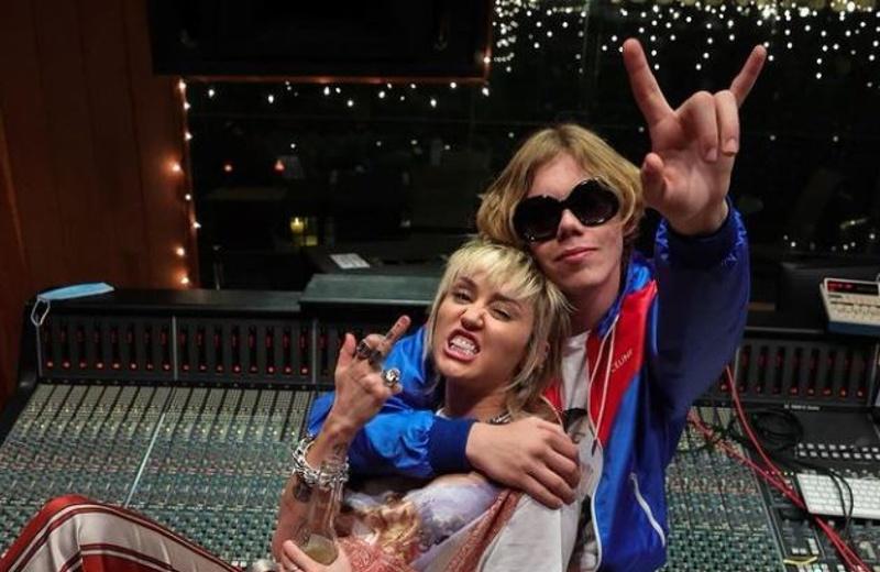 Miley Cyrus y The Kid LAROI unen su talento con 'Without You' (+video)