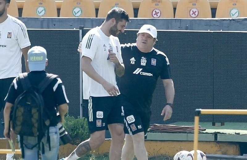 Miguel Herrera dirige su primer entrenamiento con Tigres (+video)