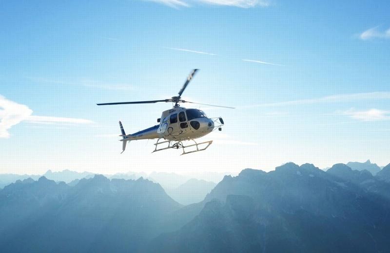 ¡No mms! Vuela helicóptero con un hombre atado (+video)