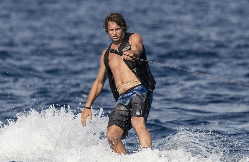 Estrella de 'Jackass' es mordido por tiburón cuando filmaba un programa