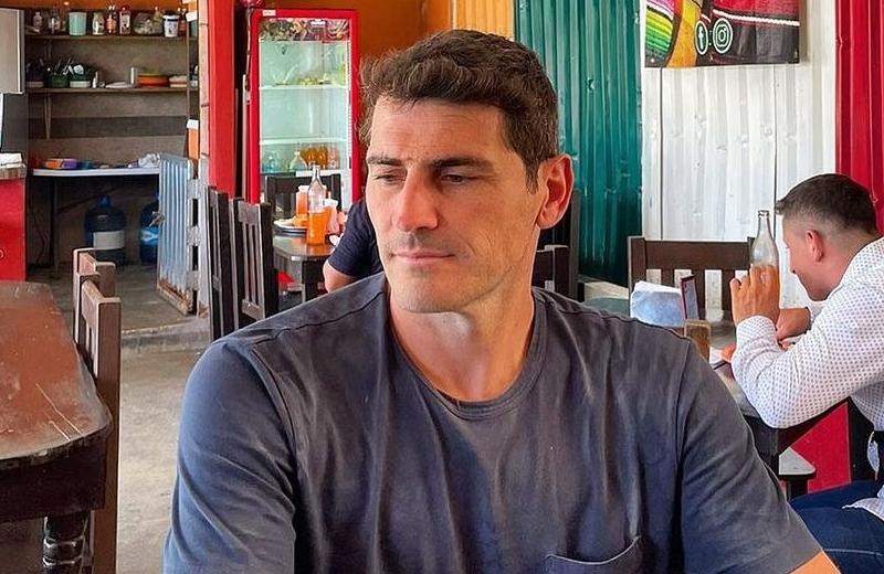 Iker Casillas vacaciona en México y deja propina de 800 pesos, ropa y unos tenis