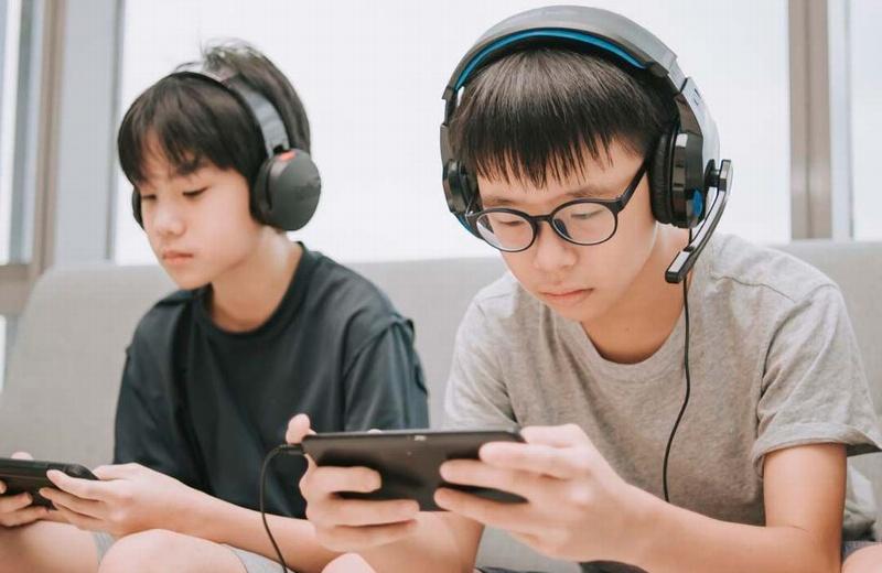 China prohíbe que los menores jueguen más de 3 horas semanales vía online