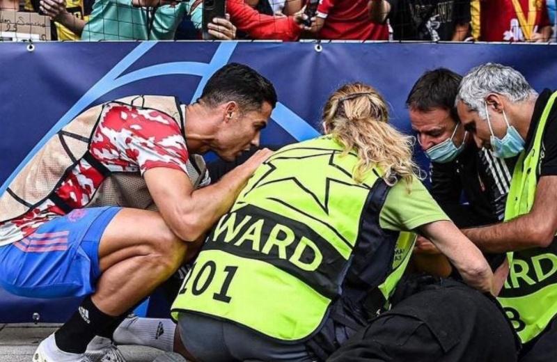¡Sóbese! Cristiano Ronaldo noquea de un pelotazo a guardia de seguridad (+fotos)