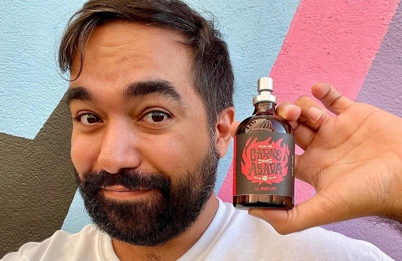 Youtuber lanza perfume con olor a carne asada (+fotos)