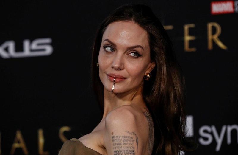 Que perris mi amika, así lució Angelina Jolie en la premiere de #Eternals (+foto)